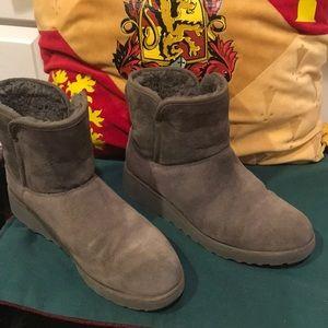 UGG BOOTS short, grey, size,8,